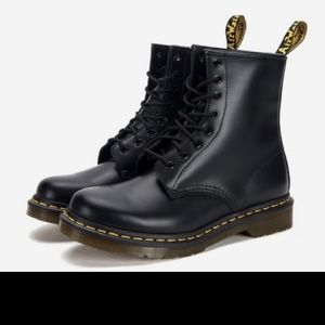 Dr martens boots i only used them like an hour siz
